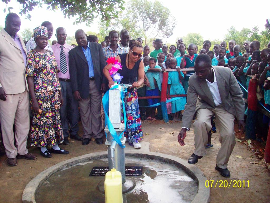 uganda-water-well-pumping_0